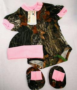 Mossy Oak Camo Pink 3 Pc Baby Gift Set, Camouflage Diaper Sh